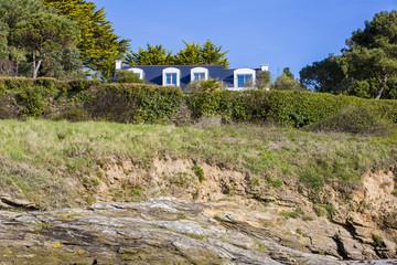 Wall Mural - Villa dans le golfe en Bretagne bord de mer