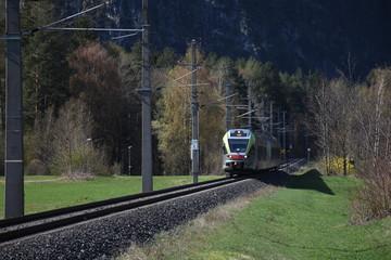 Osttirol, Zug, Personenzug, Bahnübergang, Andreaskreuz, Nahverkehr, Transport, Innichen, Pustertalbahn, Eisenbahn, Schienen, Gleis, Lienz, Eisenbahnlinie,