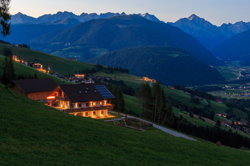 Schöner Blick über Olang in Südtirol ins Antholzer Tal_001
