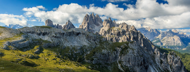 Landschaft um die Drei Zinnen in den Sextner Dolomiten, Südtirol Italien_015