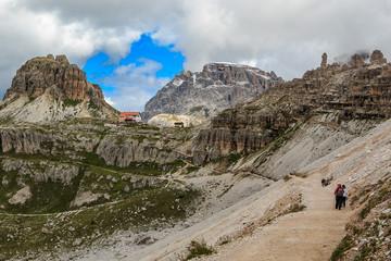 Landschaft um die Drei Zinnen in den Sextner Dolomiten, Südtirol Italien_008