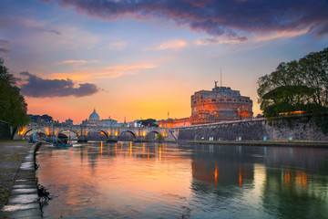 Papiers peints Rome Rome. Image of the Castle of Holy Angel and Holy Angel Bridge over the Tiber River in Rome at sunset.