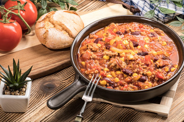 Chili con carne in a clay pan.