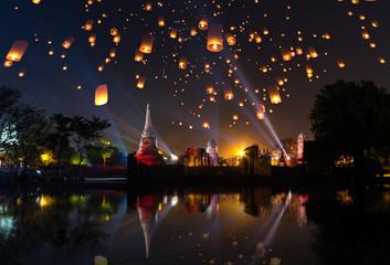 Ayutthaya travel Floating Lantern  Loy Krathong Yi Peng Lanna temple festival fair world heritage site Wat Mahathat in Thailand