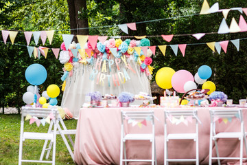 birthday party decor balloons
