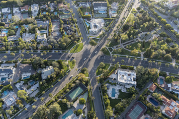 Tuinposter Luchtfoto Aerial view of six way intersection at N Beverly Drive and N Canon Drive and Lomitas Ave in Beverly Hills, California.