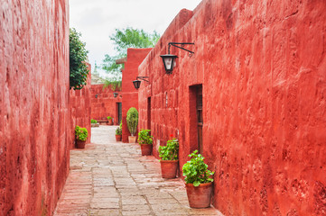 Fotobehang Rood Red walls in Santa Catalina monastery in Arequipa, Peru