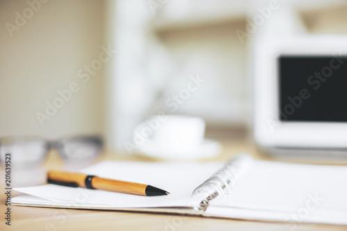 Blurry Office Desktop Stockfotos Und Lizenzfreie Bilder Auf Fotolia