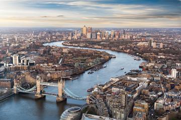 Fotomurales - Blick über London bei Sonnenuntergang: von der Tower Bridge bis nach Canary Wharf