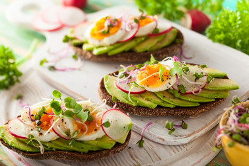 Open sandwiches with avocado and egg