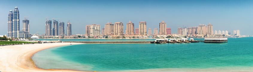 Sicht auf die Skyline der künstlichen Halbinsel Pearl von Doha, Katar