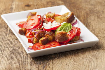 Acrylic Prints Appetizer italienischer Brotsalat mit Tomaten
