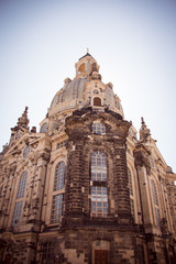Photo ground up Frauenkirche Dresden Beige Glass Reconstructed protestant church neumarkt Blue Sky without clouds background, special lightning Sunny Evening summer day in dresden in germany
