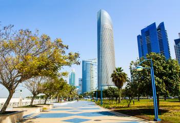 Foto op Canvas Abu Dhabi Abu Dhabi Corniche with landmark view of modern buildings