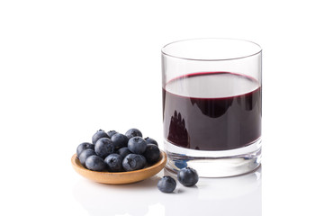 Blueberry juice and fresh blueberry