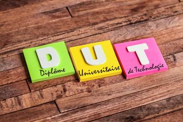 post-it acronyme : DUT
