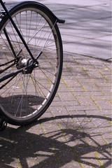 Photo sur Aluminium Bicycle wheel silouette