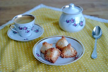 Sweet coconut biscuits with egg whites