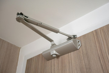 Automatic hydraulic device, leaver hinge door closer holder.
