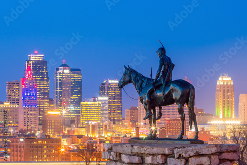 Fotomurales The Scout overlooking downtown Kansas City
