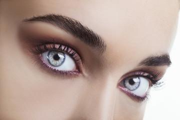 Occhi azzurri con trucco