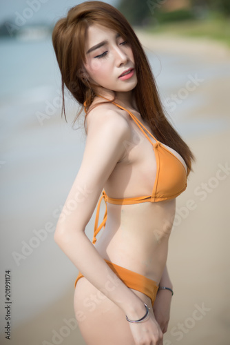 Hot naked thai girls