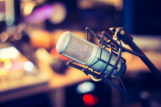 Mikrofon im Tonstudio, Radio