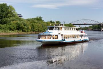 Foto auf Acrylglas Fluss motor ship on the river
