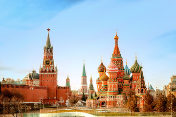 Fototapete - Moscow Kremlin and St Basil's Cathedral on the Red Square in Moscow, Russia.