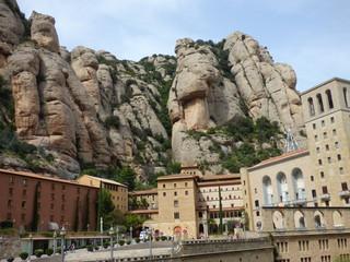 Montserrat, monasterio y montaña cercana a Barcelona en Cataluña (España)