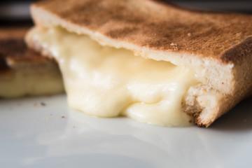ラクレットチーズのホットサンド