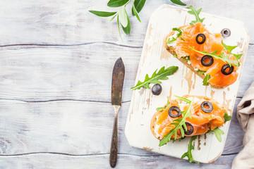 salmon sandwich with cream cheese