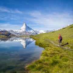 Fototapete - Stellisee und Matterhorn in den Schweizer Alpen bei Zermatt, Kanton Wallis, Schweiz