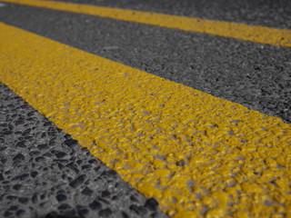 Gelber Streifen Asphalt