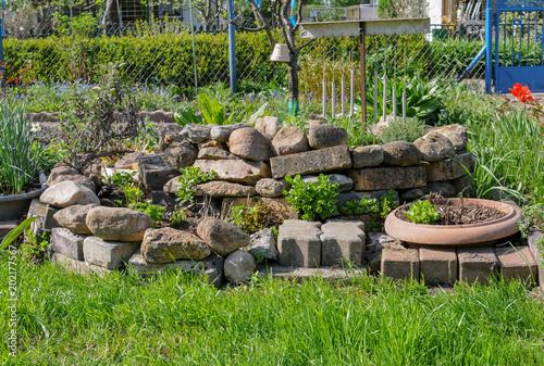 Steingarten steine gestaltunbg kr uterbeet stockfotos und lizenzfreie bilder auf - Steingarten steine ...