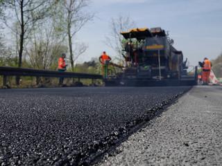 Asphalt Einbau Autobahnbaustelle