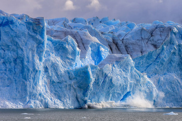 Printed kitchen splashbacks Glaciers Large piece of ice collapses at the Perito Moreno Glacier