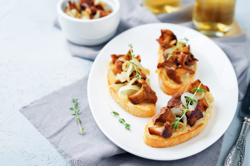 Fried chantarelle onion toasts