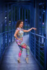 Ballerina in posa mentre balla