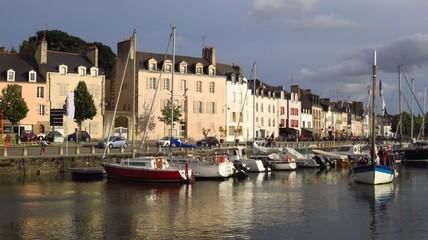 Port de plaisance de Vannes, en Bretagne, avec des voiliers (France)