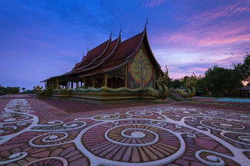 Fotomurales - Wat Sirinthorn (Phu Prow) in Ubon Ratchathani, Thailand.