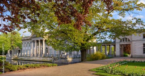 łazienki I Pałac Na Wyspie Wiosną The Royal łazienki