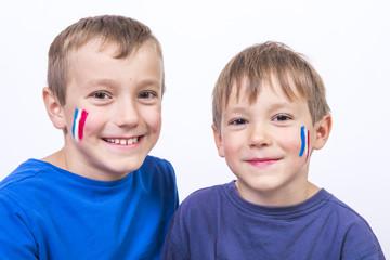 enfant et couleur bleu blanc rouge sur visage