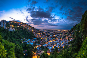 Fototapete - Panoramic View of Rio de Janeiro Slums on the Hill at Dusk