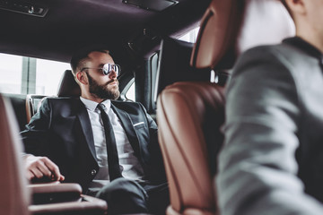 Businessman in car Fototapete
