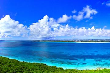真夏の宮古島。来間島の竜宮城展望台から見た風景