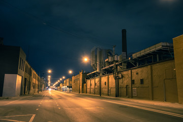 Fotomurales - Industrial urban street city night scenery in Chicago with a vintage factory