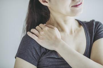 痛みを抱える女性