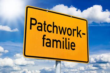 Schild mit Patchworkfamilie