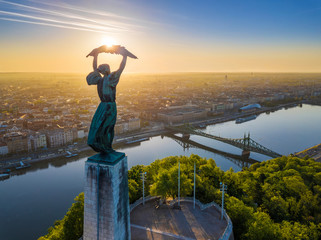 Keuken foto achterwand Boedapest Budapest, Hungary - Aerial view of the beautiful Hungarian Statue of Liberty with Liberty Bridge and skyline of Budapest at sunrise with clear blue sky